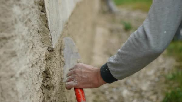 Bautechnische Lehrberufe: MaurerIn, SteinmetzIn, Zimmerer/Zimmerin, BaumeisterIn, PolierIn